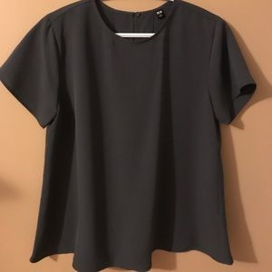 NWOT UNIQLO crepe blouse in gray. Size small.